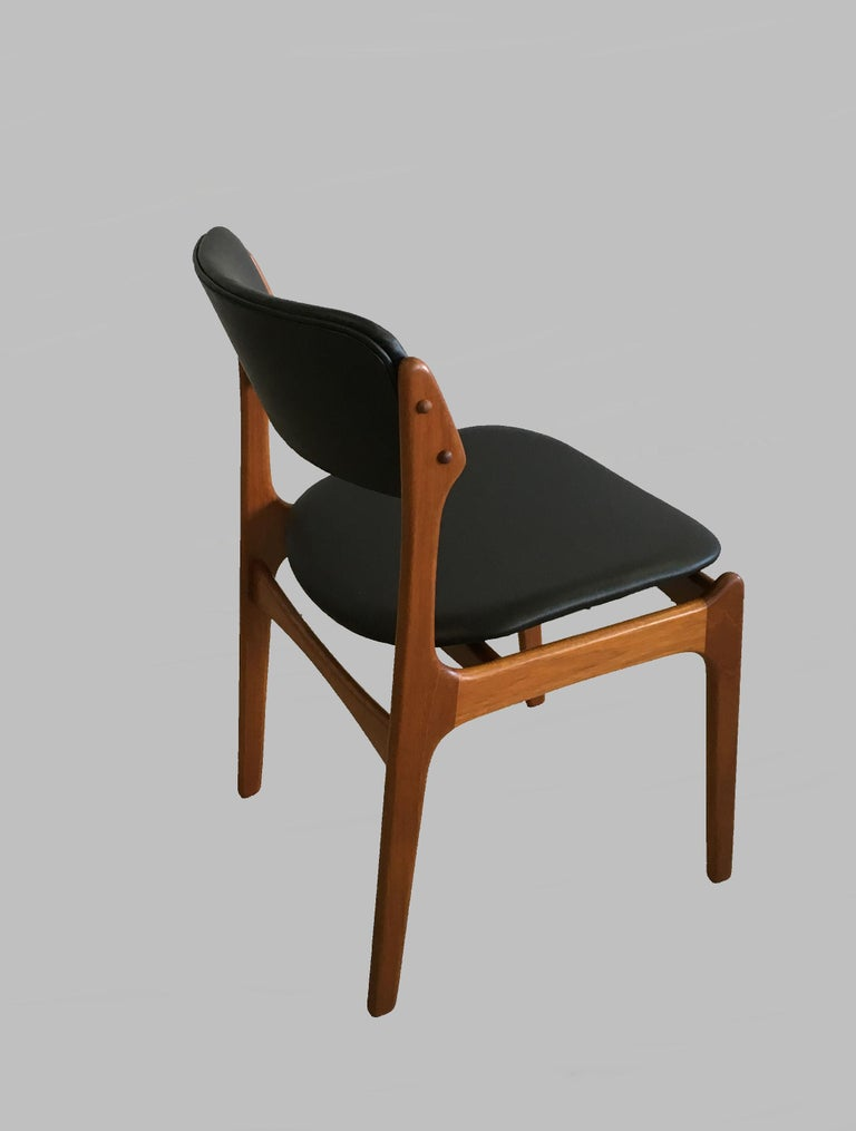 Four Fully Restored Erik Buch Teak Dining Chairs, Reupholstered in Black Leather In Good Condition For Sale In Knebel, DK