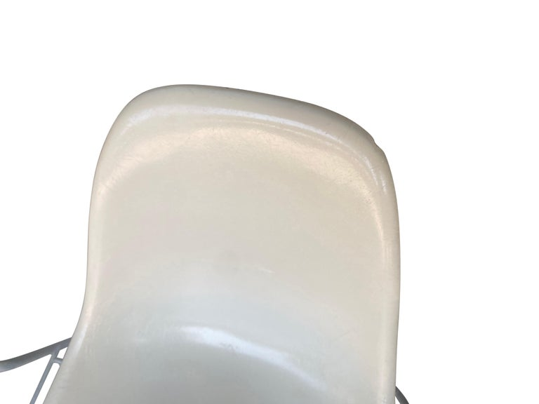 Four Herman Miller Eames Fiberglass Stacking Dining Chairs For Sale 8