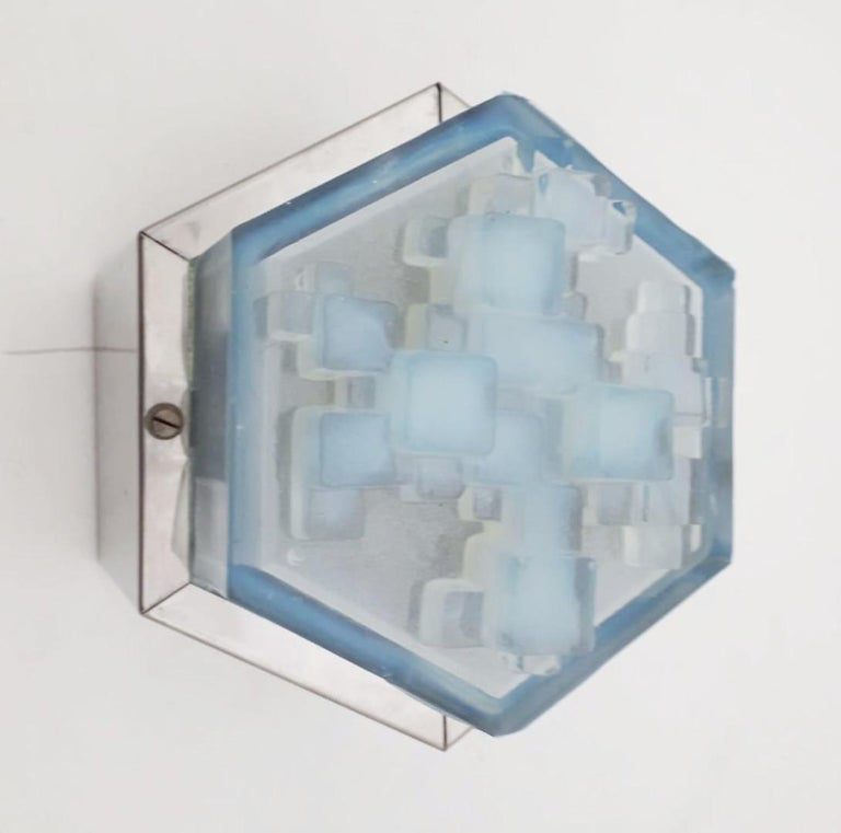 Vintage original midcentury wall light or flush mount with hexagonal steel frame and hexagonal light blue frosted glass diffuser by Poliarte / Made in Italy, circa 1960s 1 lights / E14 type / max 40W Size: Diameter 7 inches, height 5.5 inches 4 in