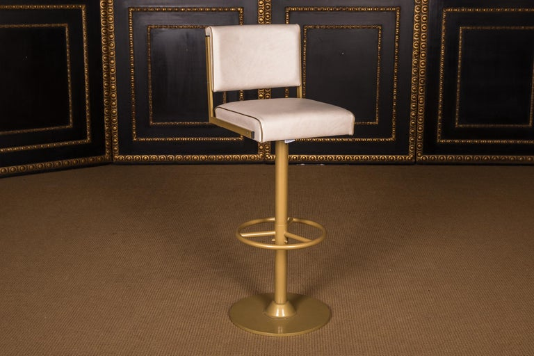 Four High Quality Bar Stools Made of Metal in Golden Color In Good Condition For Sale In Berlin, DE