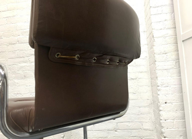 Four Leather Chairs by Guido Faleschini for Mariani For Sale 3