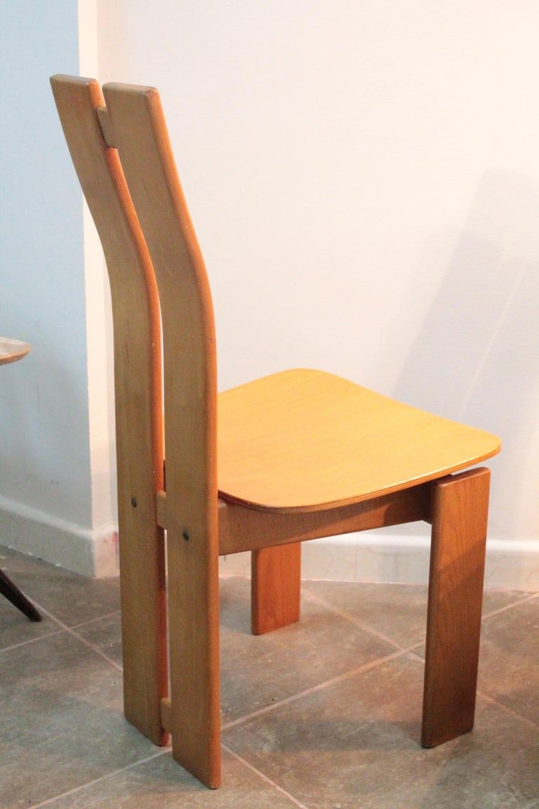 Four Modernist Italian Chairs in the style of Afra and Tobia Scarpa 1970s  For Sale 5