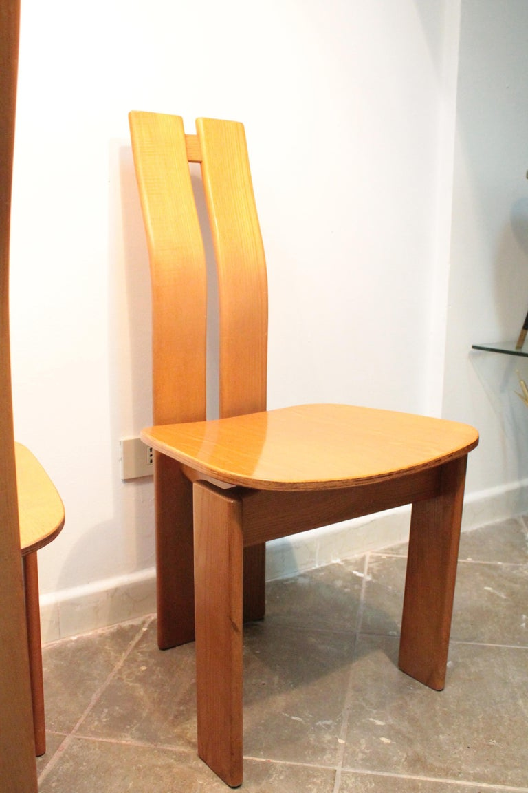 Four Modernist Italian Chairs in the style of Afra and Tobia Scarpa 1970s  In Good Condition For Sale In Palermo, Palermo
