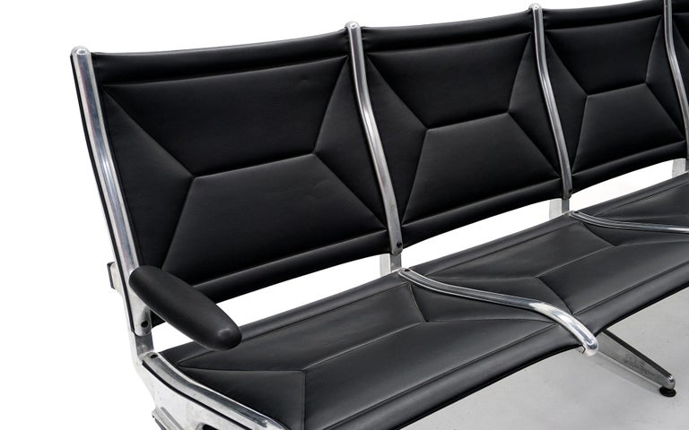 Mid-Century Modern Four Seat Tandem Unit by Charles & Ray Eames for Herman Miller, No Middle Arms For Sale