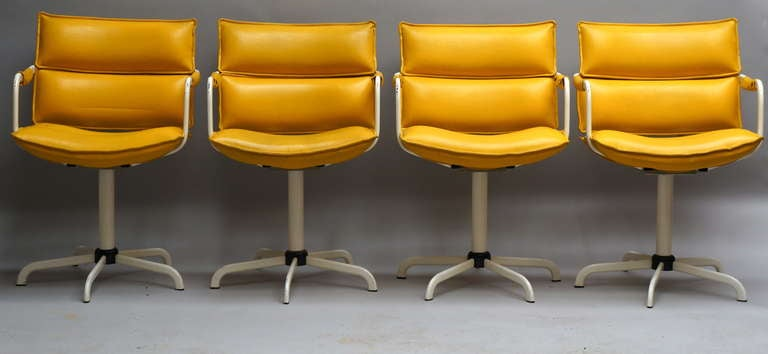 Four swivel chairs in yellow leather and white base.This original condition, set off four, easy swivel arm chairs in yellow leather upholstery. These are from the 1970s. Measures: Height 85 cm. Seat height 54 cm.