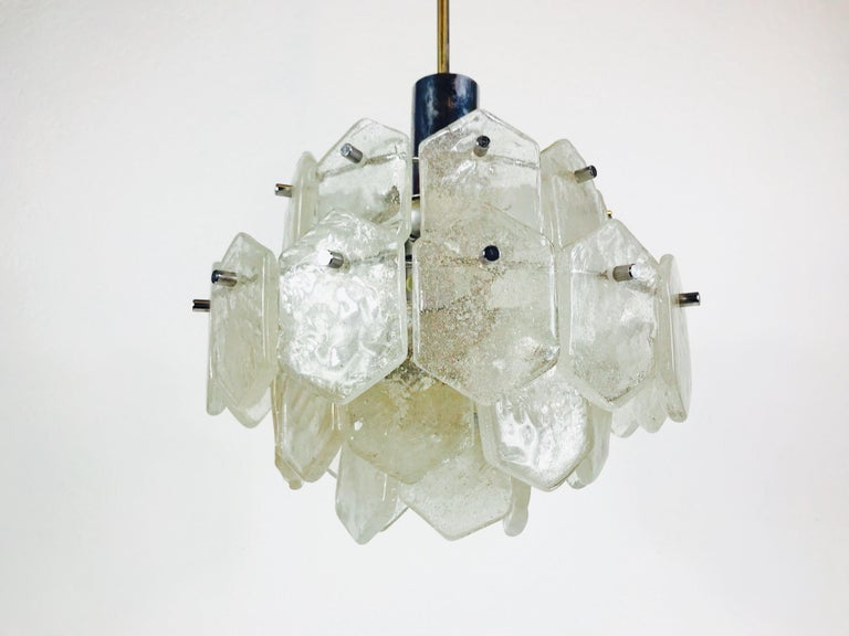 Four-Tiered Kalmar Midcentury Ice Glass Chandelier, circa 1960s In Good Condition For Sale In Mainz, Rhineland-Palatinate