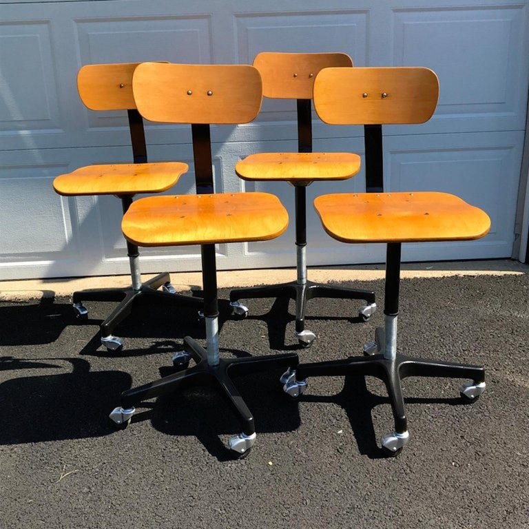 Four vintage industrial Ajustrite bentwood drafting chairs, restored. Measures: Each one with adjustable height: 30