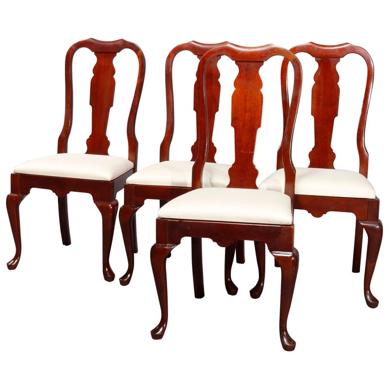 Four Vintage Pennsylvania House Cherry Queen Anne Style Dining Chairs For Sale