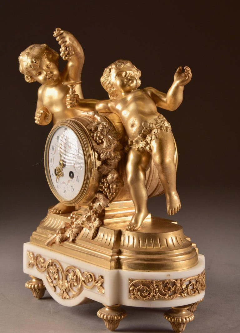 France, second Empire pendule (1840-1860) large Cupido Clock with 2 candlesticks For Sale 3