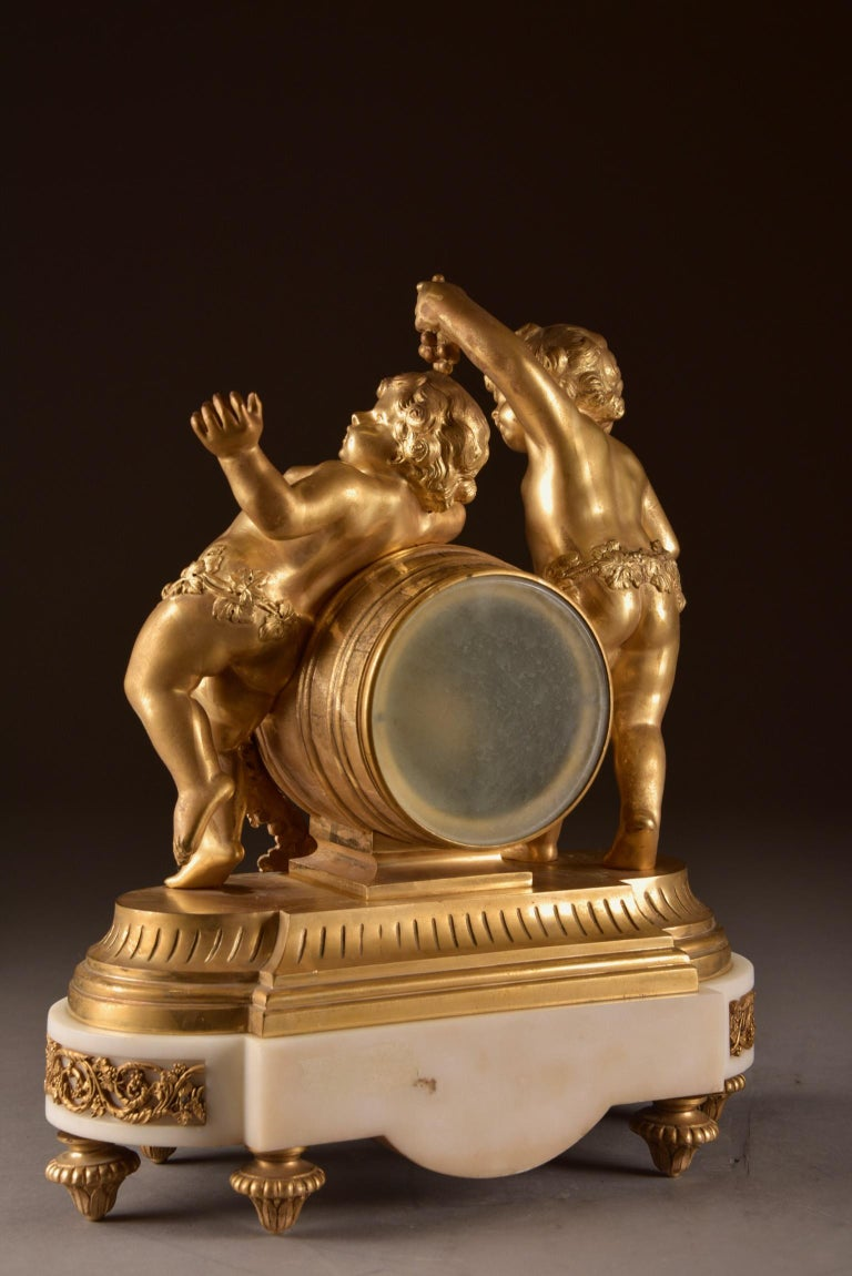 France, second Empire pendule (1840-1860) large Cupido Clock with 2 candlesticks For Sale 5