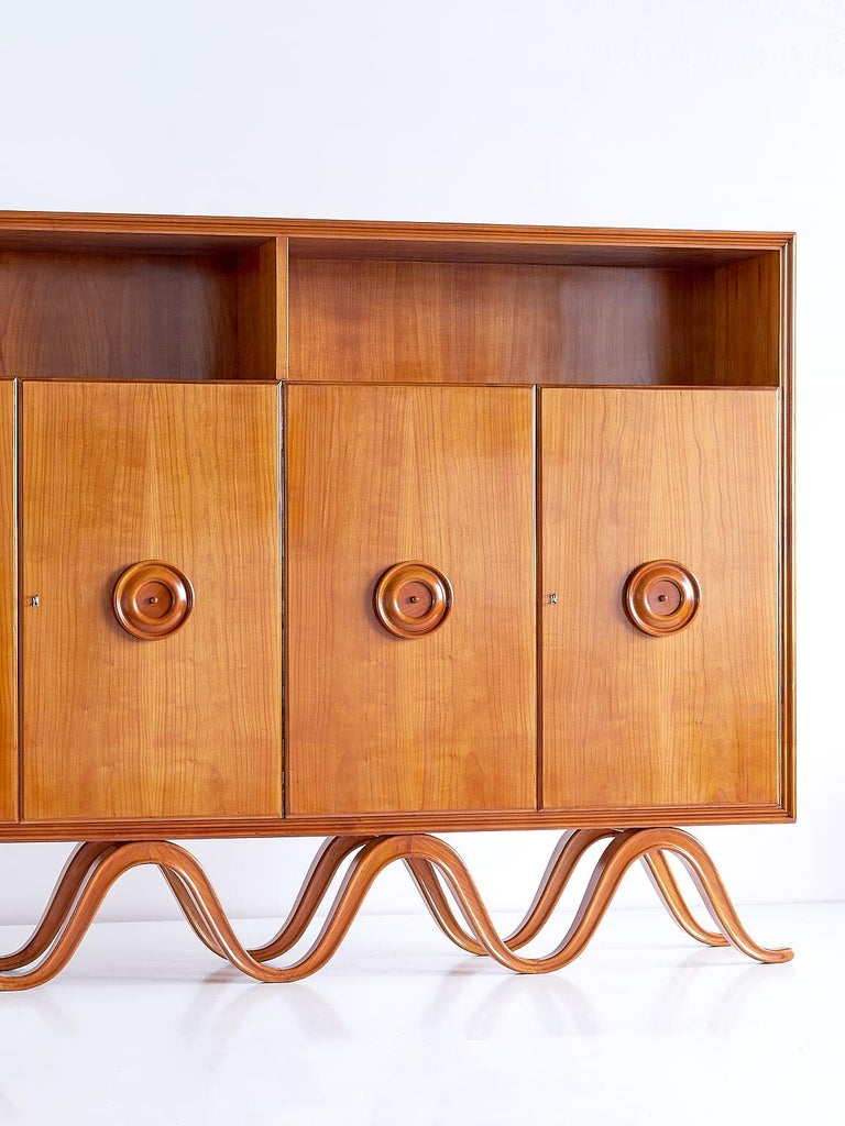 Francesco Bisacco Cabinet in Cherrywood, Turin, Italy, 1940s In Good Condition For Sale In The Hague, NL