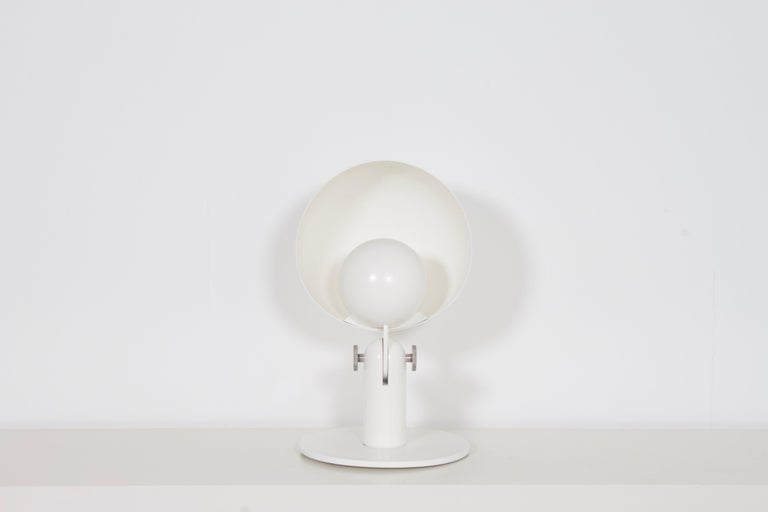 Impressive Italian Bieffeplast 'Cuffia' table lamp in very good condition.  Designed by Francesco Buzzi in 1969  The lamp consists of a aluminum 40 cm diameter hemispherical reflector combined with a 20 cm diameter shade that houses a