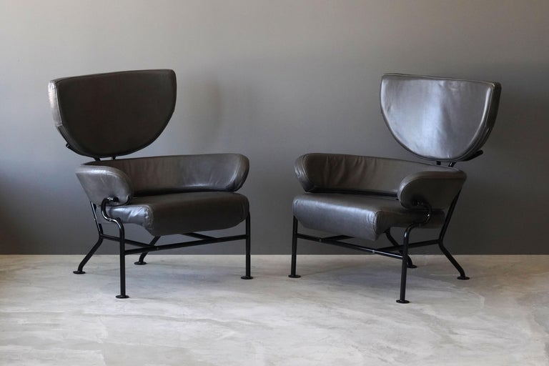 A pair of beautiful and comfortable lounge chairs by famous Italian modernist Franco Albini and Franca Helg