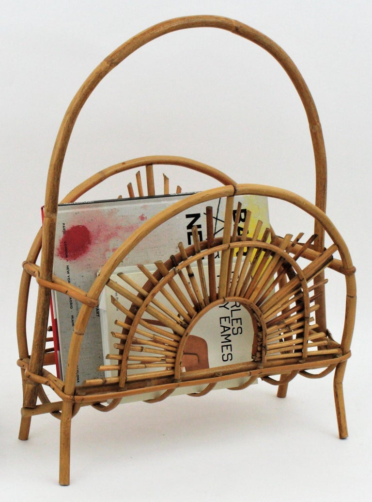 Eye-catching handcrafted bamboo and rattan sunburst magazine rack in the style of Franco Albini, Italy, 1960s. This magazine stand has a large curved handle to hold it and it stands up on four slightly curved legs. Its structure is constructed with