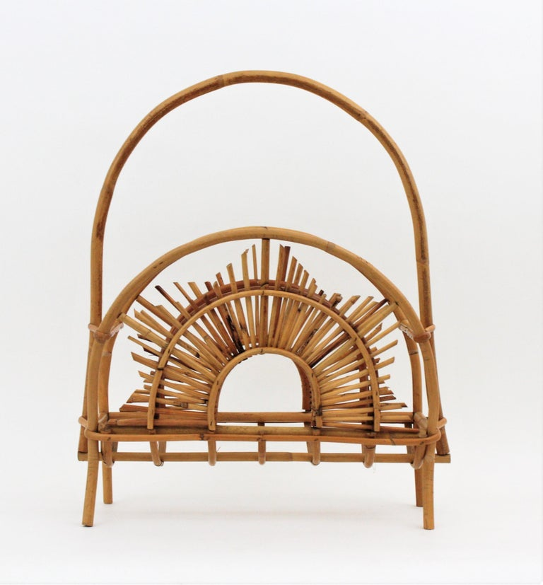 Franco Albini Style Bamboo and Rattan Sunburst Magazine Rack / Stand In Good Condition For Sale In Barcelona, ES