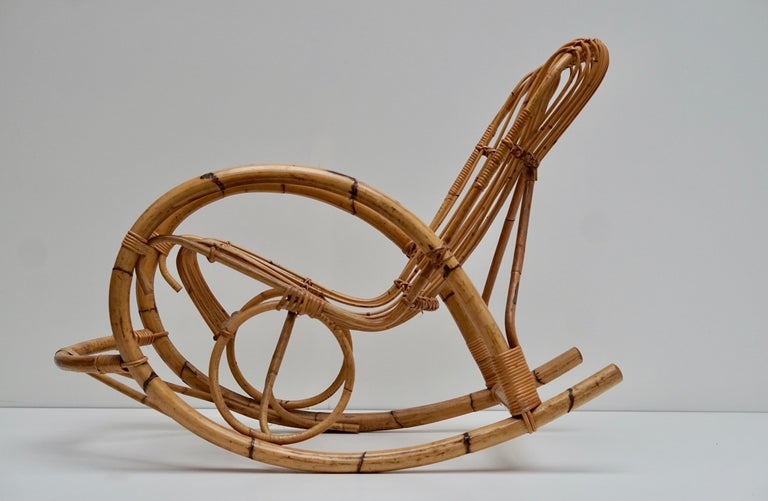 Franco Albini Style Wicker Bamboo Rocking Chair In Good Condition For Sale In Antwerp, BE