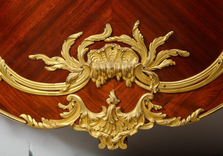 Francois Linke, an Exceptional French Ormolu-Mounted Kingwood Vitrine Cabinet In Good Condition For Sale In New York, NY