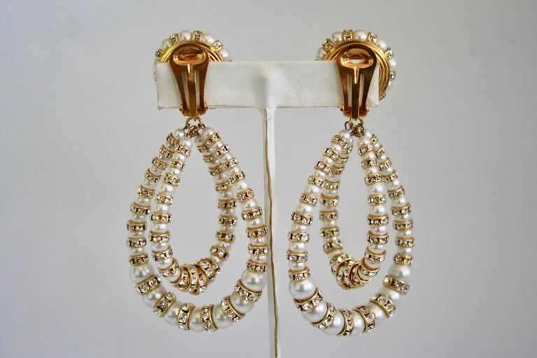 Francoise Montague Large Lolita Pearl and Crystal on Gold Clip Earrings In New Condition For Sale In Virginia Beach, VA