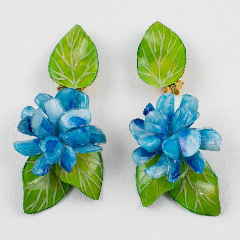 Francoise Montague Paris Clip Earrings Resin Blue Hydrangea Flower In Excellent Condition For Sale In Atlanta, GA