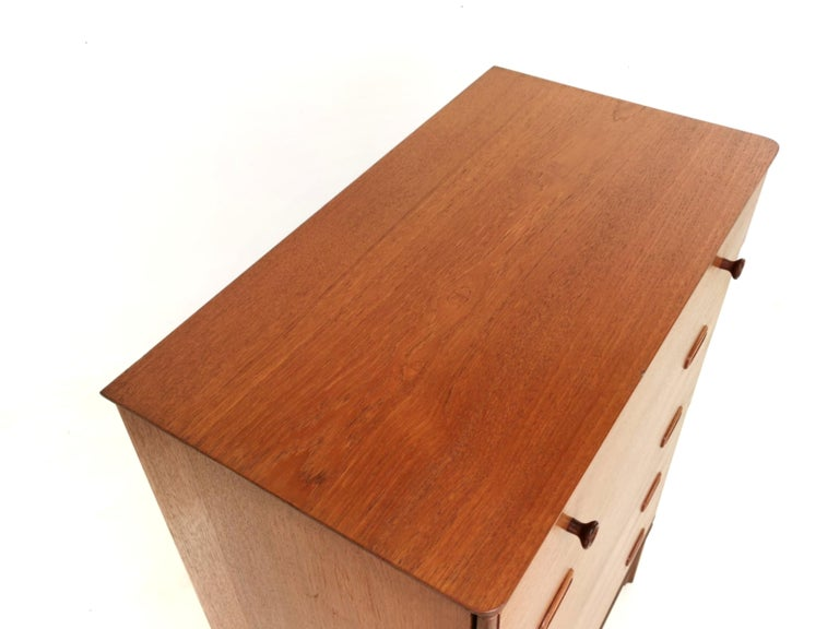 Frank Guille for Austinsuite Teak Midcentury Sideboard Chest of Drawers, 1960s In Good Condition In STOKE ON TRENT, GB