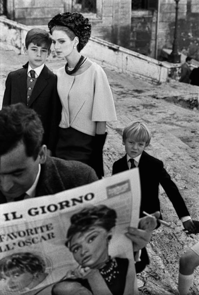 HB Rome i (model with newspaper and children) - Photograph by Frank Horvat