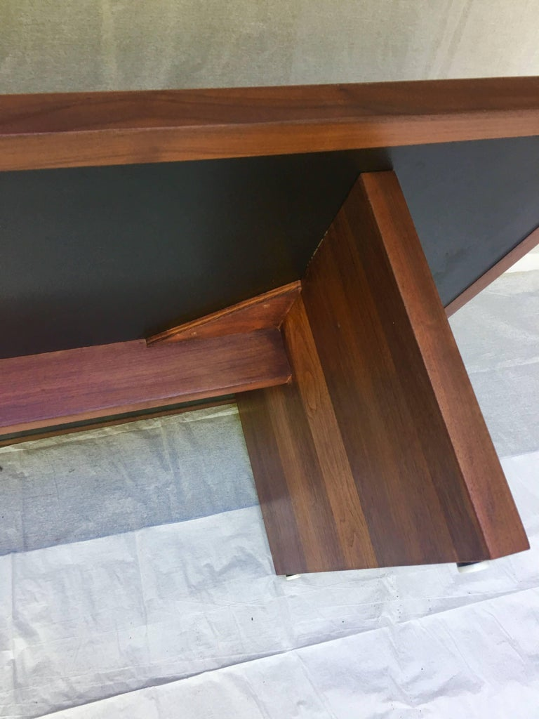 Frank Rohloff Studio Coffee Table Walnut and Black Resin California Design 1960s In Good Condition For Sale In Camden, ME