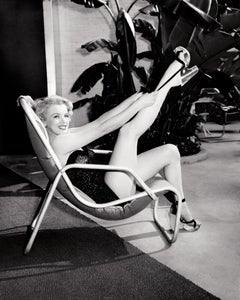 Marilyn Monroe Poolside with Leg Up