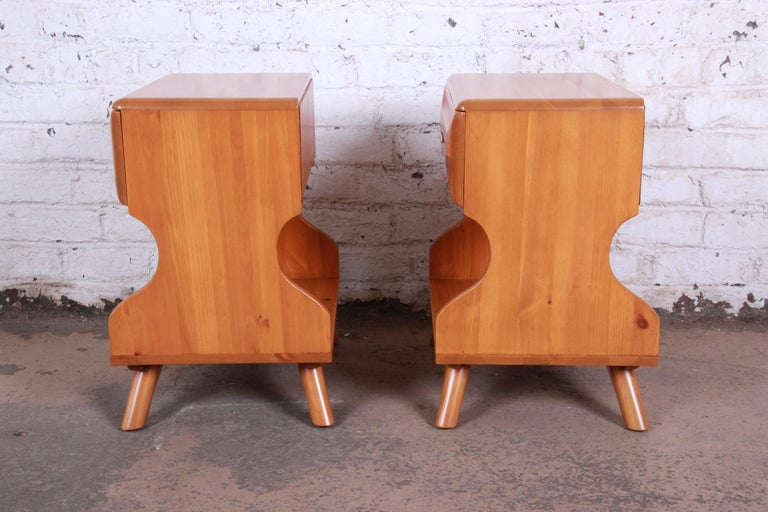Franklin Shockey Mid-Century Modern Solid Pine Nightstands, Pair For Sale 5