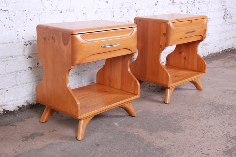 American Franklin Shockey Mid-Century Modern Solid Pine Nightstands, Pair For Sale