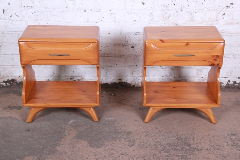 Franklin Shockey Mid-Century Modern Solid Pine Nightstands, Pair In Good Condition For Sale In South Bend, IN