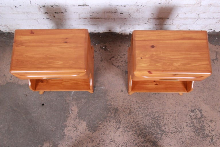 Mid-20th Century Franklin Shockey Mid-Century Modern Solid Pine Nightstands, Pair For Sale