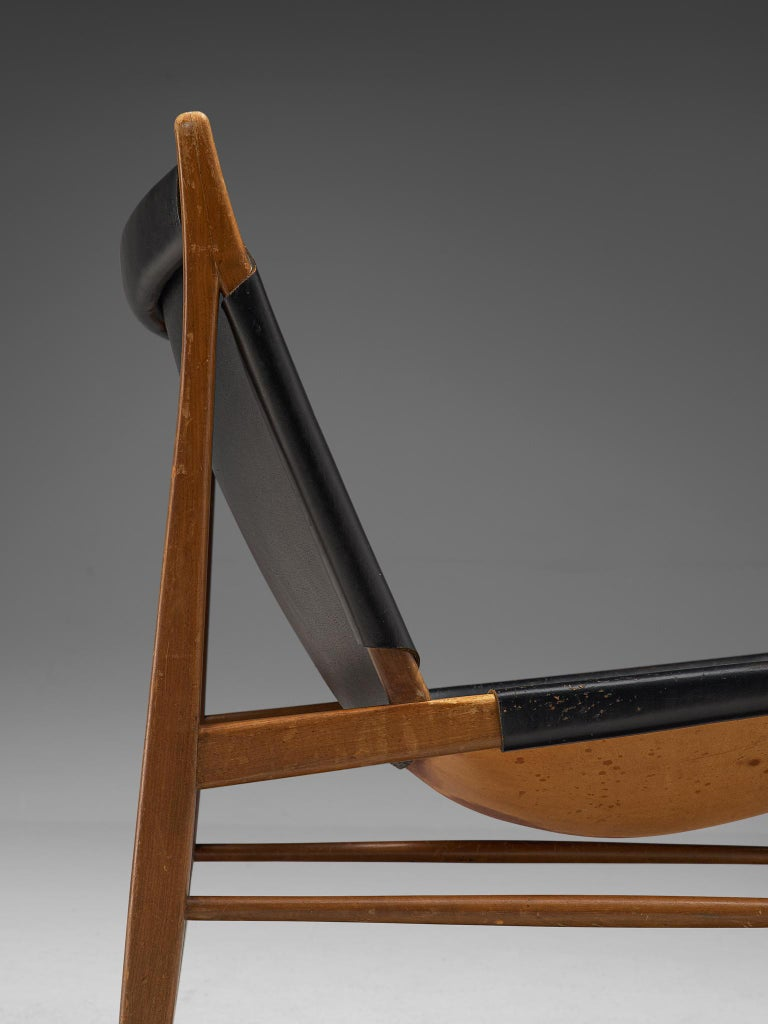 Armless Cantilever Lounge Chair