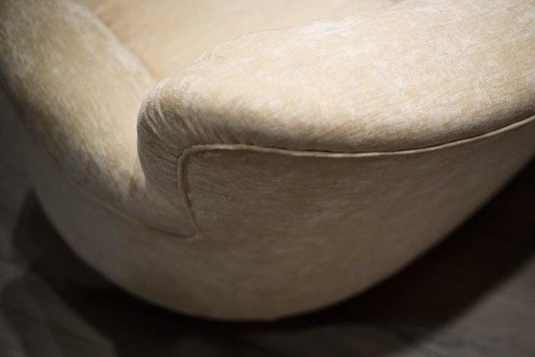 20th Century Fratelli Barni Brianza Mid-20 Century Italian White Curves Three-Seat Sofa For Sale