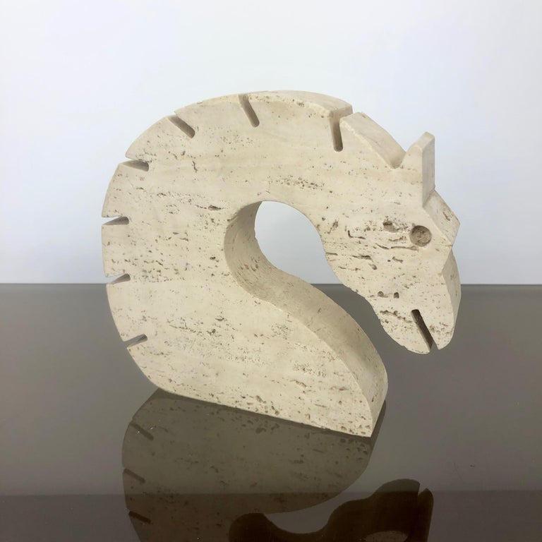Letter holder or paperweight in travertine in the shape of a horse made by the Italians Fratelli Mannelli.