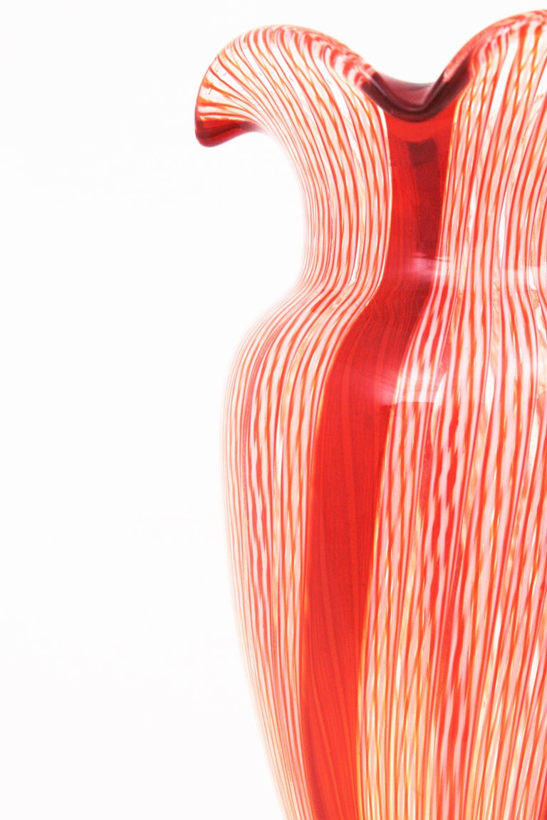 Fratelli Toso Murano Red and White Ribbons Large Art Glass Vase For Sale 1