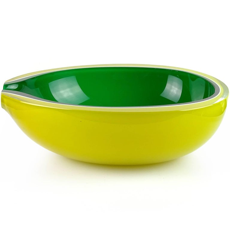 Fratelli Toso Murano Yellow Green Italian Art Glass Melon Cut Decorative Bowl In Good Condition For Sale In Kissimmee, FL