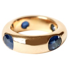 FRED Large Alliance in 18 Carat Yellow Gold Setting 4 Important Sapphires