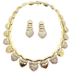 Fred Paris, 20.00 Carat Yellow Gold Necklace and Earring Set