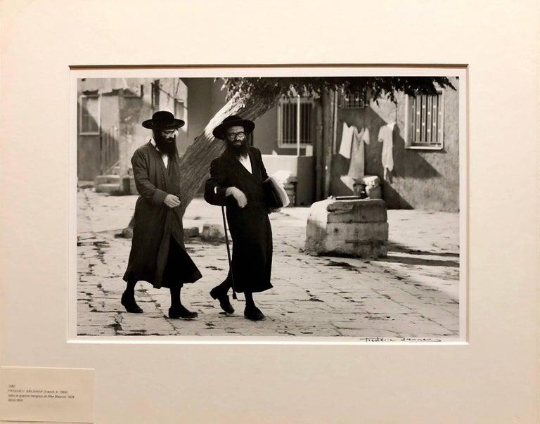 Dans le Quartier Hongrois de Mea Shearim, Jerusalem Vintage Silver Gelatin Print For Sale 1