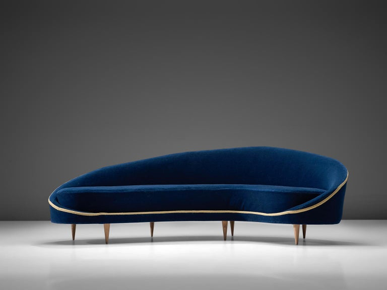 Frederico Munari, blue velvet, wood, Italy, 1950s.   Stunning and highly refined sofa by Federico Munari. The sofa is gently curved and shows a variety of well-designed sharp lines and stunning details, which provides the sofa with a Classic yet