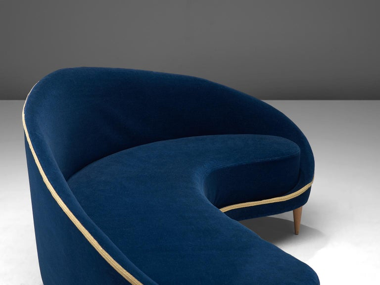 Mid-20th Century Frederico Munari Grand Curved Sofa in Blue Velvet For Sale