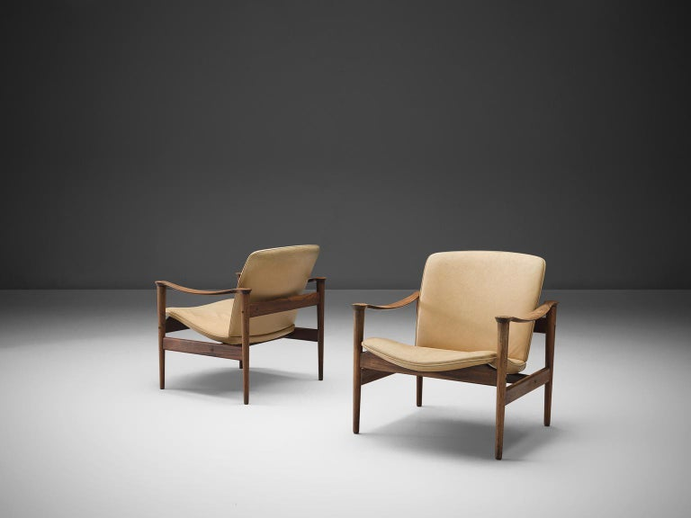 Fredrik A. Kayser for Vatne Lenestolfabrikk, armchairs model 711, rosewood and white to beige leather, Norway, 1960.