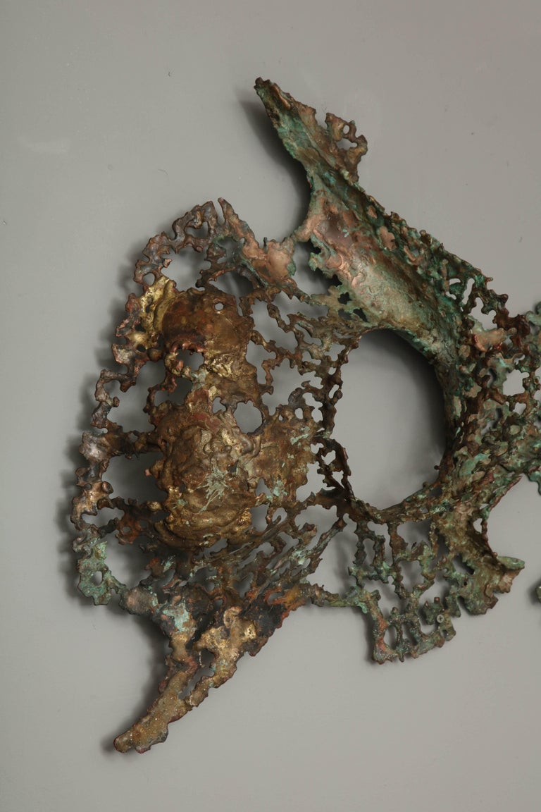 Free-Form Brutalist Wall Sculpture in Unlacquered Brass In Excellent Condition For Sale In New York, NY