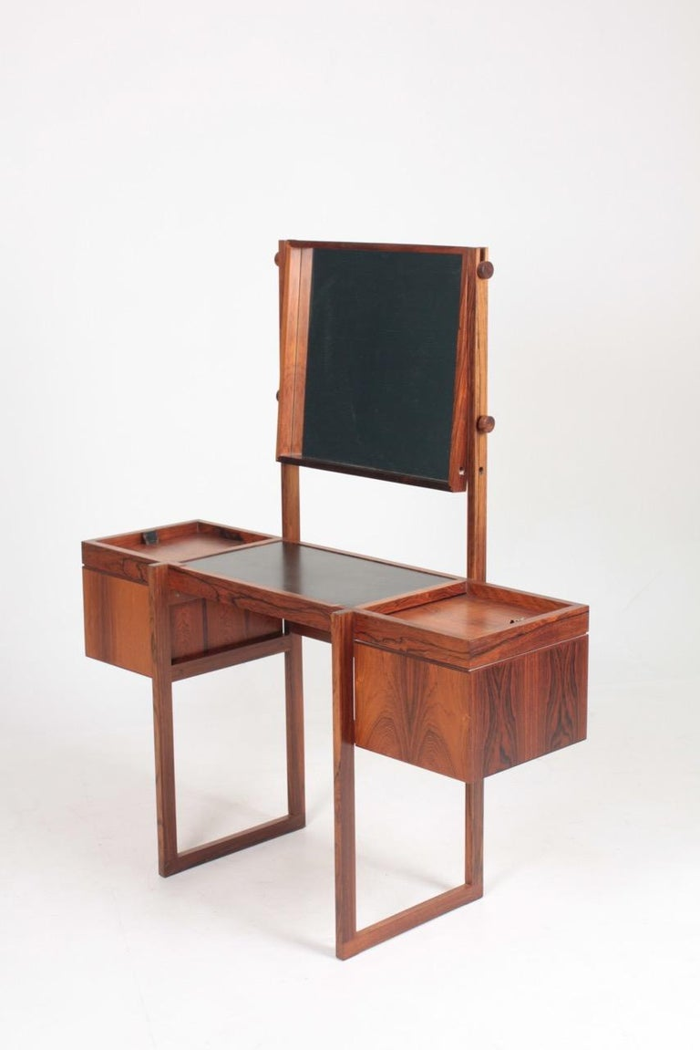 Free Standing Midcentury Vanity in Rosewood, Made in Denmark, 1960s In Good Condition For Sale In Lejre, DK