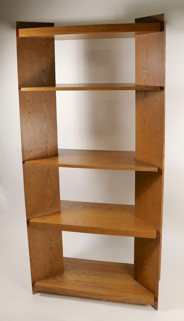 Architectural freestanding shelf unit, manufactured by Lane Furniture. This stylish shelf features 5 shelves, the lower two are stationary, the next two are adjustable in height, the top shelf is also stationary. The sides are V shaped, adding an