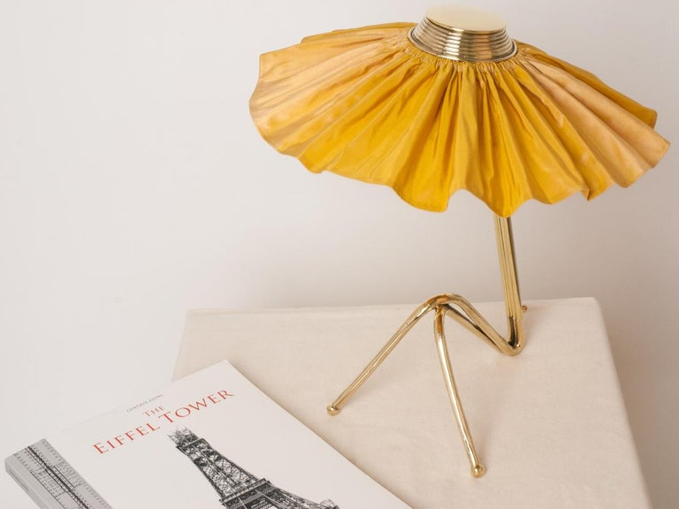 Freevolle Sculpture Table Lamp, cast melted brass, sun silk Taffeta In New Condition For Sale In Pietrasanta, IT