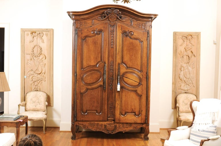 Hand-Carved French 1740s Louis XV Walnut Armoire from Nice, with Hand Carved Foliage Décor For Sale