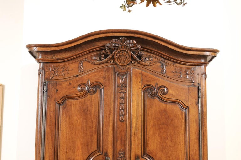 French 1740s Louis XV Walnut Armoire from Nice, with Hand Carved Foliage Décor In Good Condition For Sale In Atlanta, GA