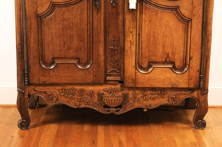 French 1740s Louis XV Walnut Armoire from Nice, with Hand Carved Foliage Décor For Sale 1