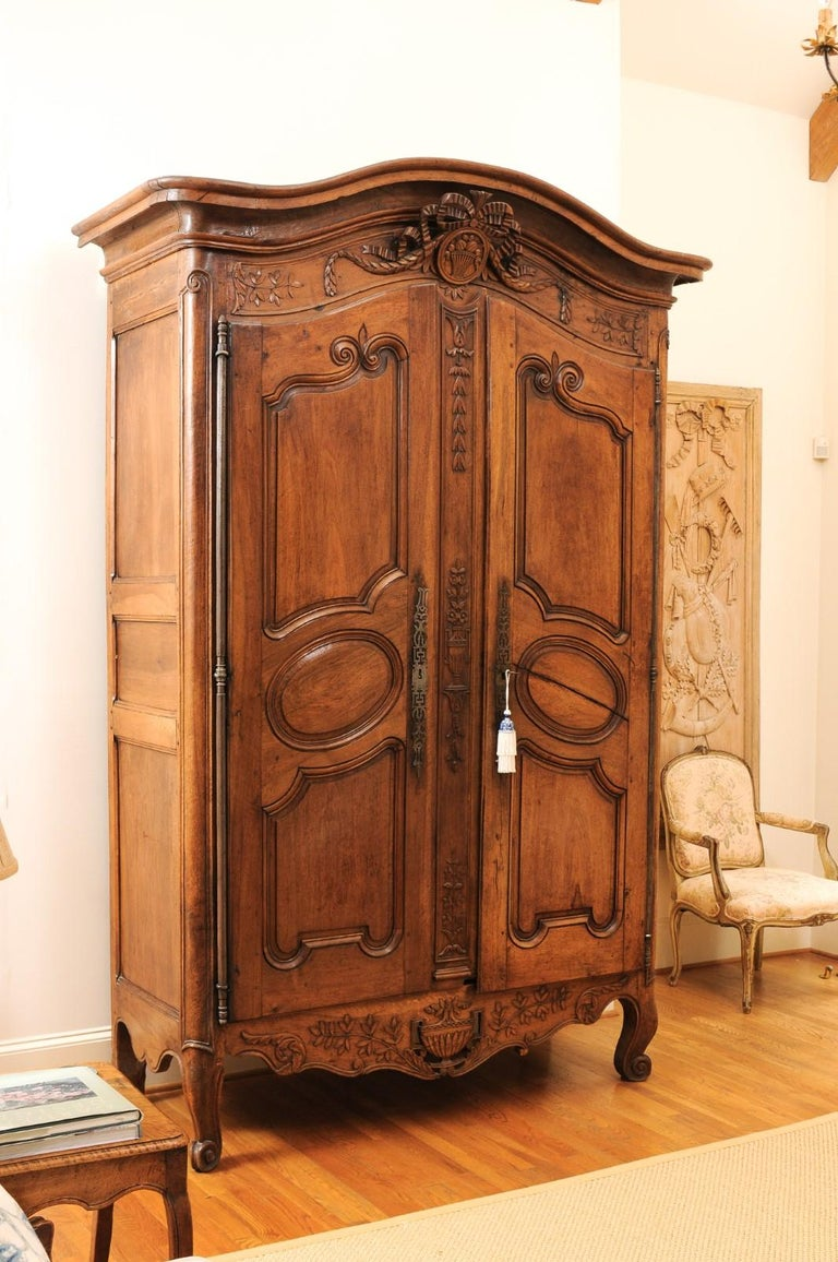 French 1740s Louis XV Walnut Armoire from Nice, with Hand Carved Foliage Décor For Sale 3